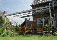 Terrassenüberdachung mit freitragendem Wandanschluss in Krefeld