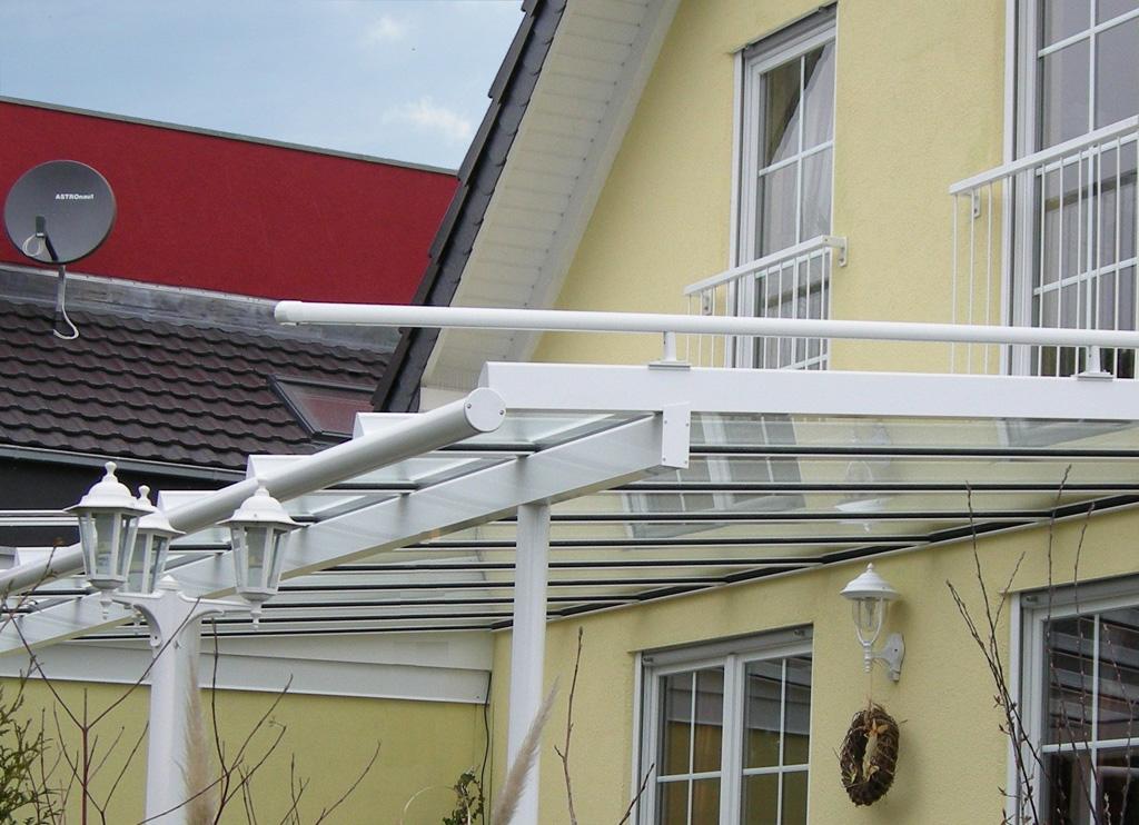 Terrassenüberdachung mit Dachüberstand in Krefeld