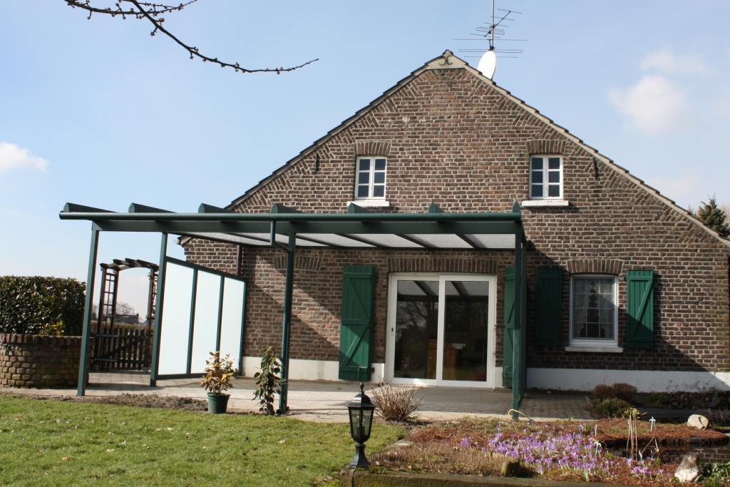 Terrassenüberdachung mit Dachüberstand in Kempen
